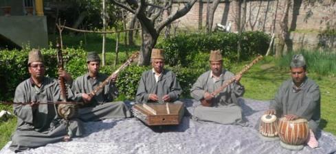 Ustad Ghulam Mohammad Saznawaz and ensemble