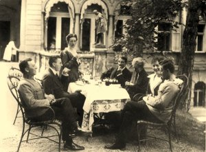 Luwig_Wittgenstein_right corner__and his_Family